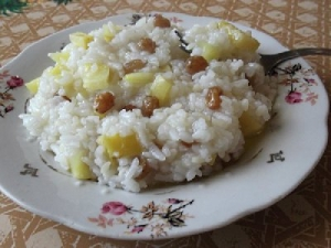 ris-s-izyumom-kokosovim-molokom-i-orexami-keshyu-povostochnomu-v-multivarke-216