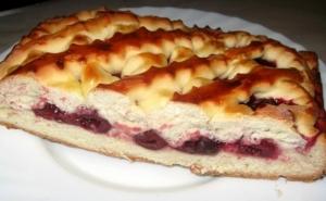 drozhzhevoj-pirog-s-vishnej-recept